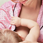 Лактостаз у кормящей мамы: причины, симптомы, народное лечение