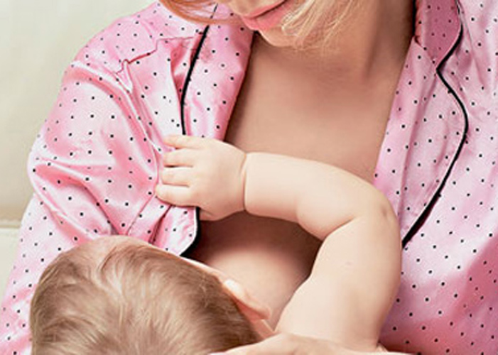 При лактостазе надо чаще прикладывать ребенка к груди